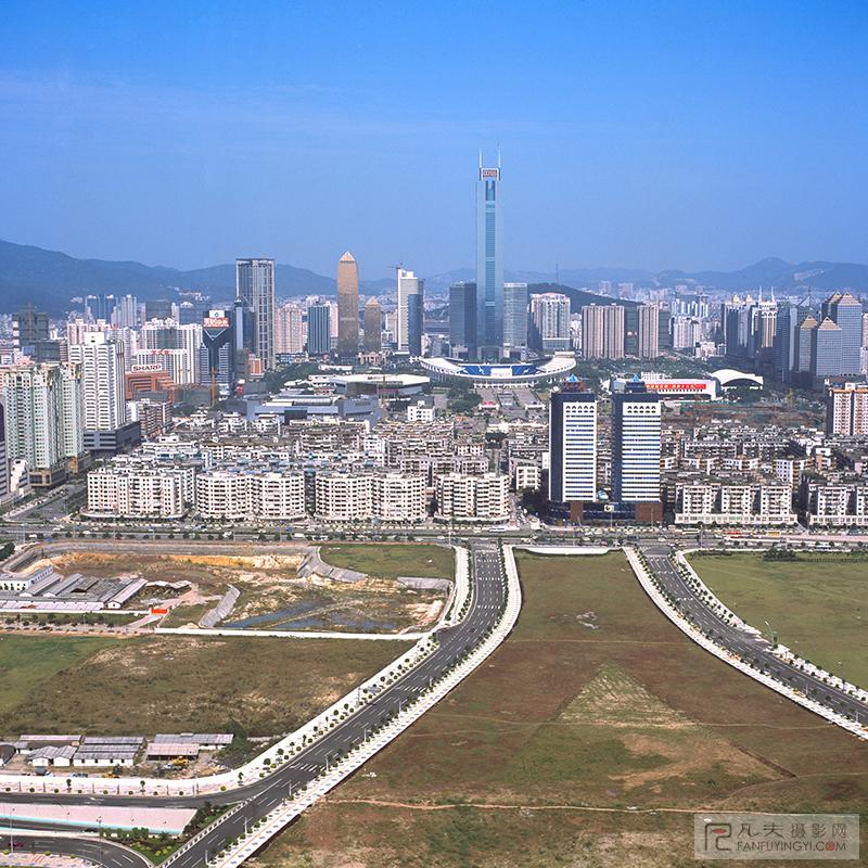 十年前的中轴线上的高楼,只有中信大厦跟人民日报华南分社