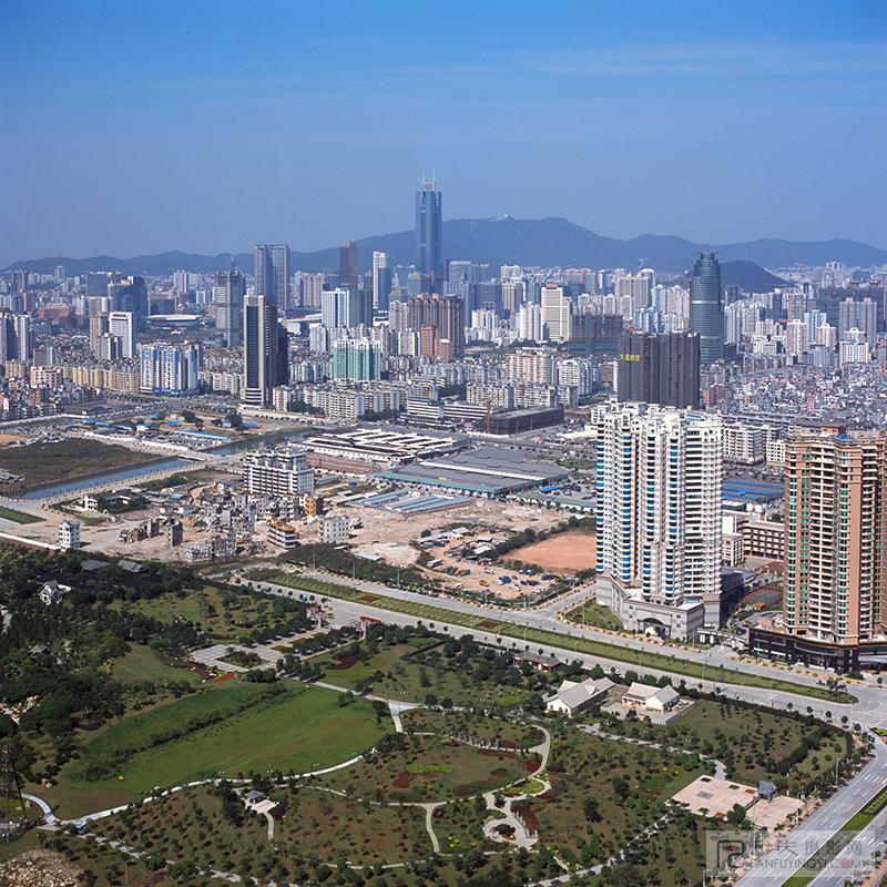 珠江公园金穗路一侧