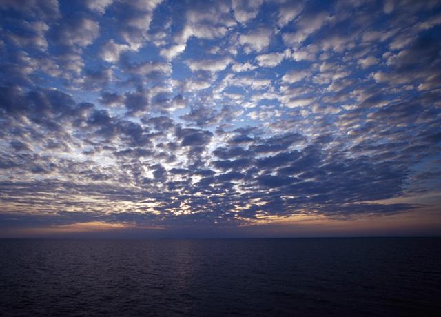 波地尼亚海湾的朝霞